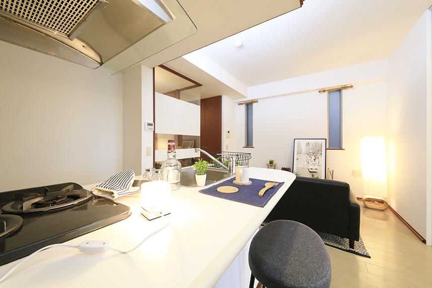 上小田井【SK BUILDING 7】307号室_キッチン周り_カウンターキッチンからリビングへの眺めMG_4356