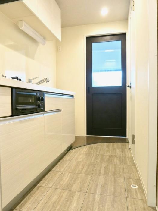 スマートな玄関。外観・共有 unroom404号室1