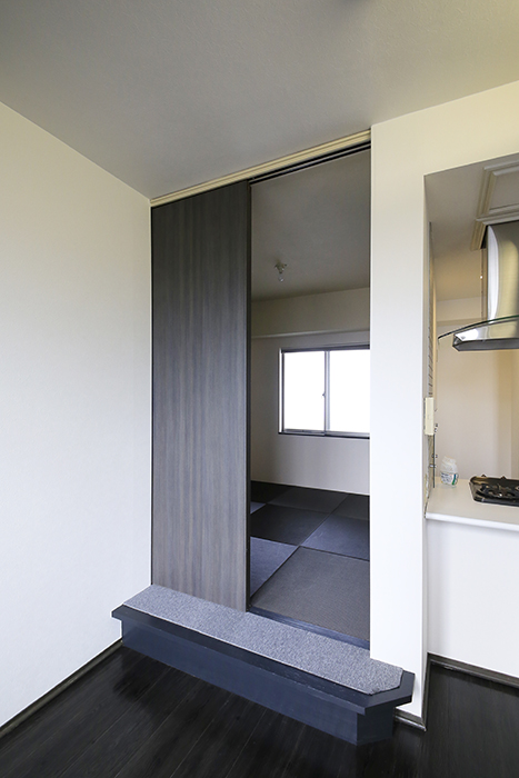 上小田井【SK BUILDING 7】705号室_LDK_和室へのドア_MG_3380