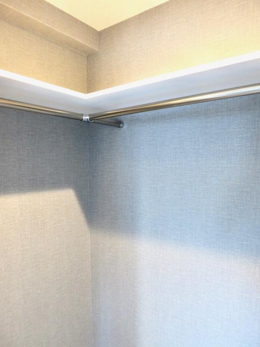 洋室7.49帖。お洒落な扉がアクセント。外観・共有 unroom404号室4