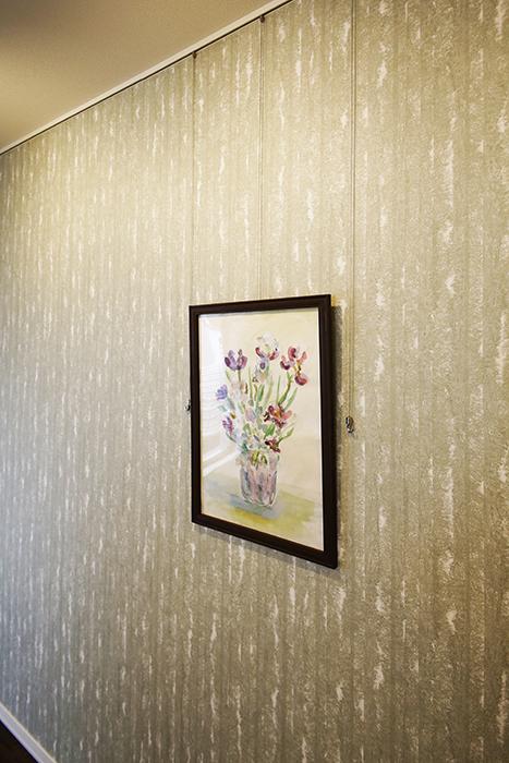 勝川【Parfum(パルファン)】101号室_LDK_ピクチャーレールのある壁_MG_4669