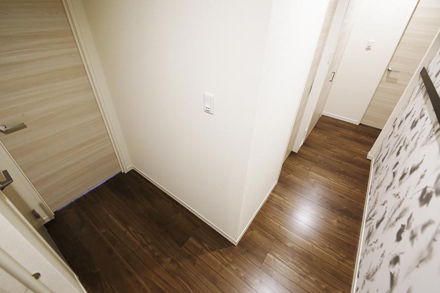 勝川【Parfum(パルファン)】101号室_玄関周りから廊下_MG_4324