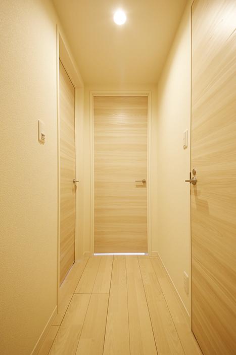 勝川【Parfum(パルファン)】103号室_廊下_トイレ・洋室へのドア_MG_5223