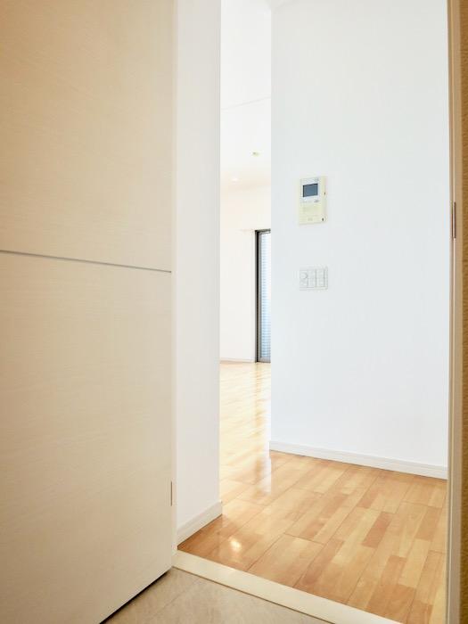 玄関。 おしゃれなキッチンのある暮らし。 Hermmitage SHINSAKAE エルミタージュ新栄 1005号室 2