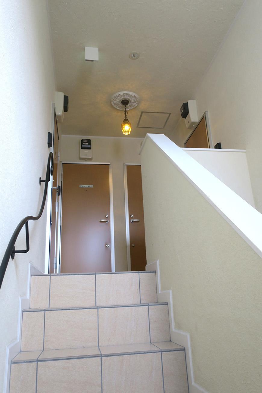 9_共用部階段のぼり_7003