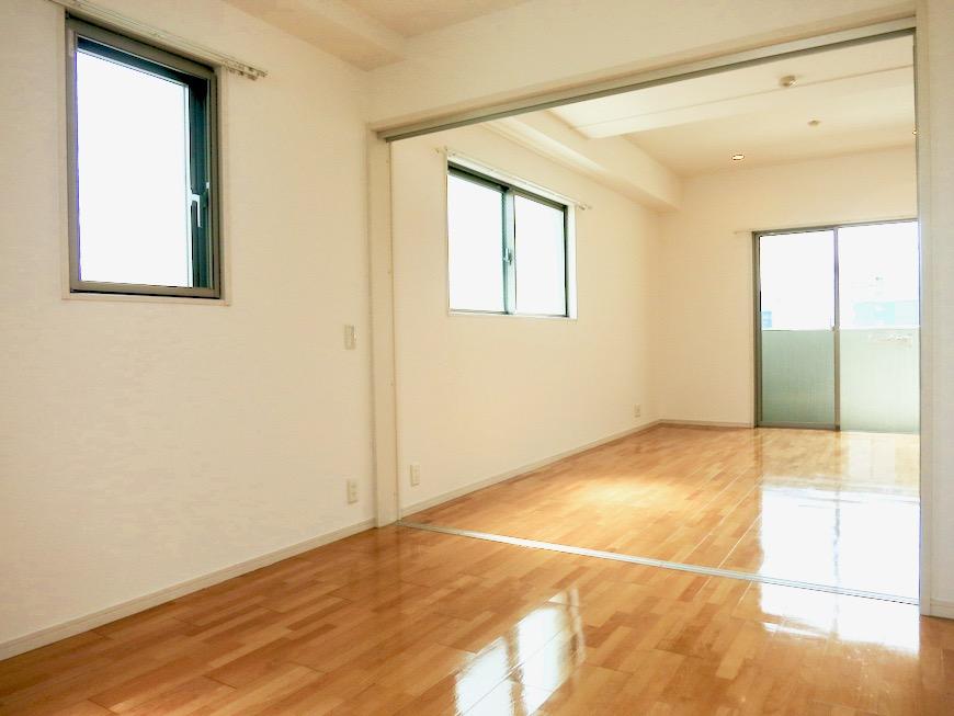 洋室5.9帖。 おしゃれなキッチンのある暮らし。 Hermmitage SHINSAKAE エルミタージュ新栄 1005号室 1