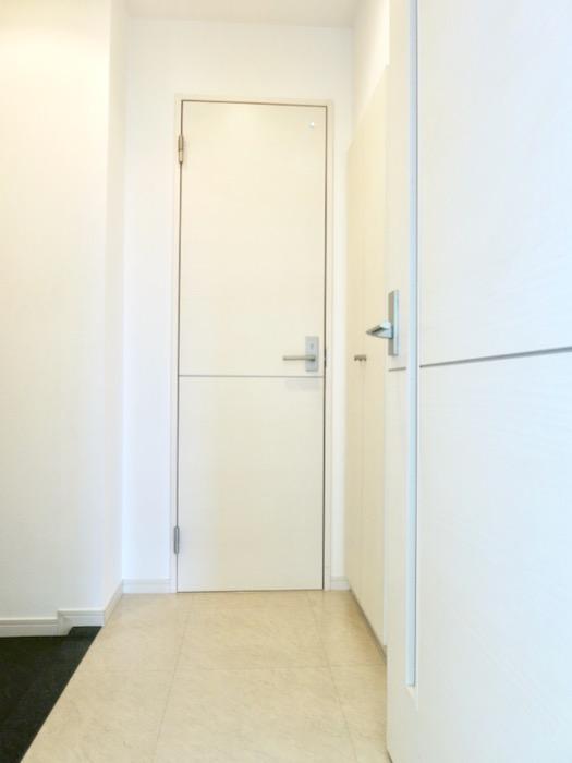 玄関。 おしゃれなキッチンのある暮らし。 Hermmitage SHINSAKAE エルミタージュ新栄 1005号室 5