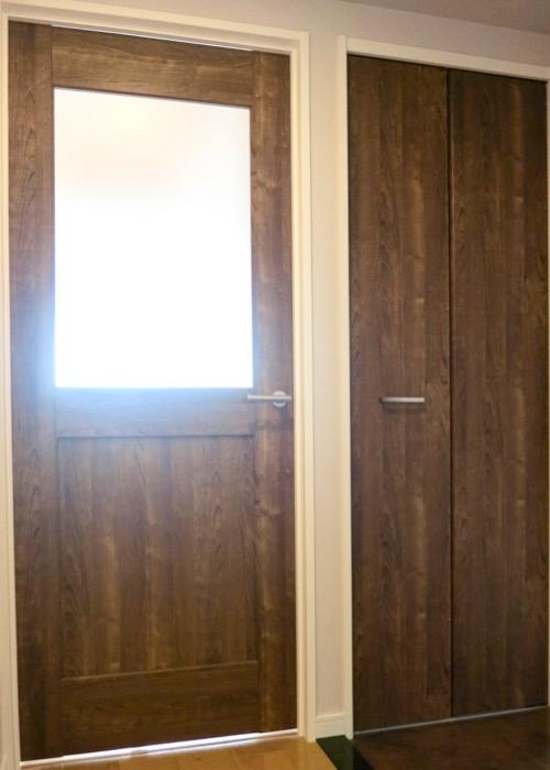 サニタリールーム。出入り口が2つ。広々してます。 ASKA HILLS 16
