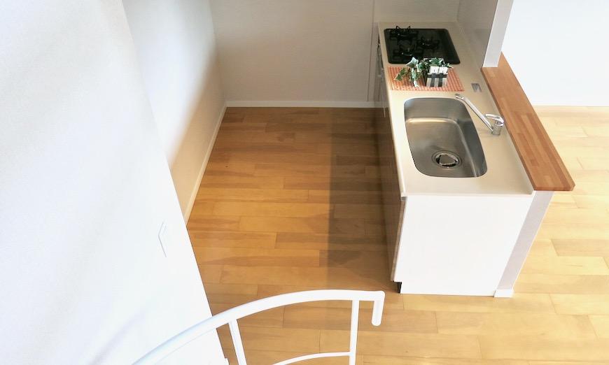 17..4帖のLDK キッチン 螺旋階段のあるお部屋。 ASKA HILLS 13