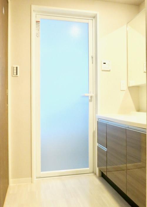 サニタリールーム。出入り口が2つ。広々してます。 ASKA HILLS 7