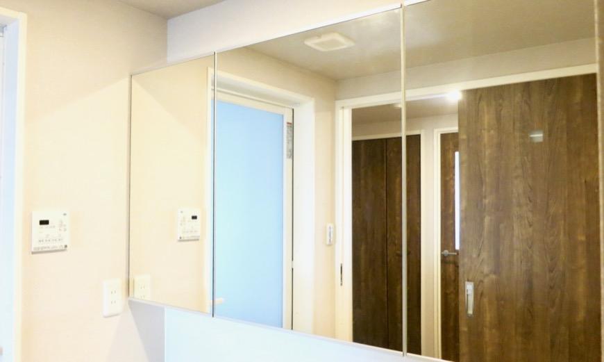サニタリールーム。出入り口が2つ。広々してます。 ASKA HILLS 15