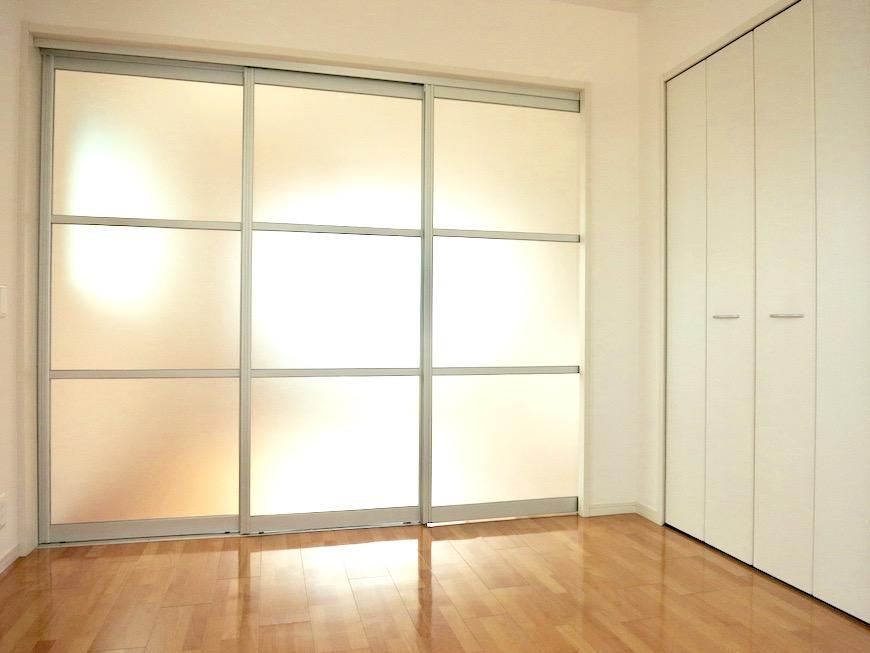 洋室5.9帖。 おしゃれなキッチンのある暮らし。 Hermmitage SHINSAKAE エルミタージュ新栄 1005号室 0