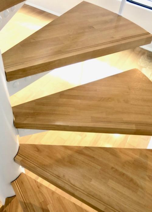 螺旋階段のあるお部屋。ASKA HILLS 3