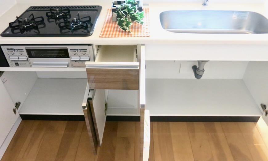 17..4帖のLDK キッチン 螺旋階段のあるお部屋。 ASKA HILLS 5