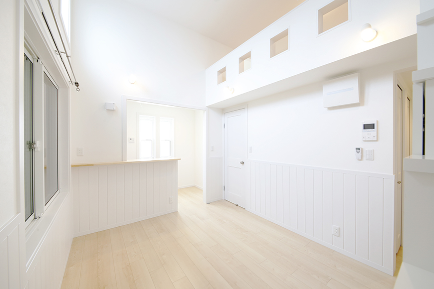 白い壁に白い腰壁でおしゃれな雰囲気♪_MG_4252