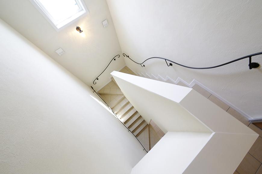 アイアンの手すりの階段がヨーローッパの雰囲気で素敵♡_MG_5358