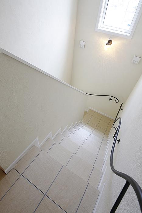 アイアンの手すりの階段がヨーローッパの雰囲気で素敵♡_MG_5371