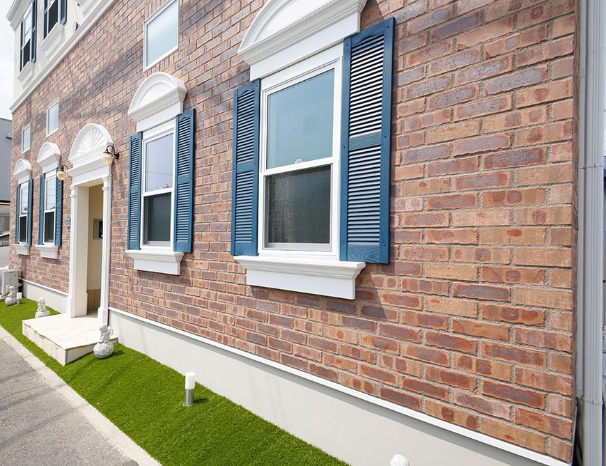 白いモールディングと青い窓扉の組み合わせが素敵です♡_MG_5506_rsz