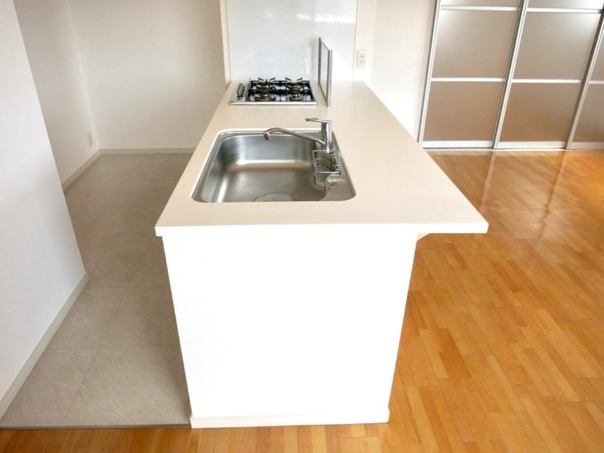 LDK11帖。キッチン台 おしゃれなキッチンのある暮らし。 Hermmitage SHINSAKAE エルミタージュ新栄 1005号室 3