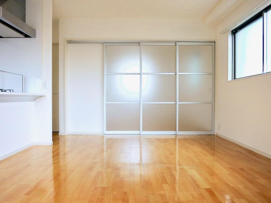 LDK11帖。 おしゃれなキッチンのある暮らし。 Hermmitage SHINSAKAE エルミタージュ新栄 1005号室 3