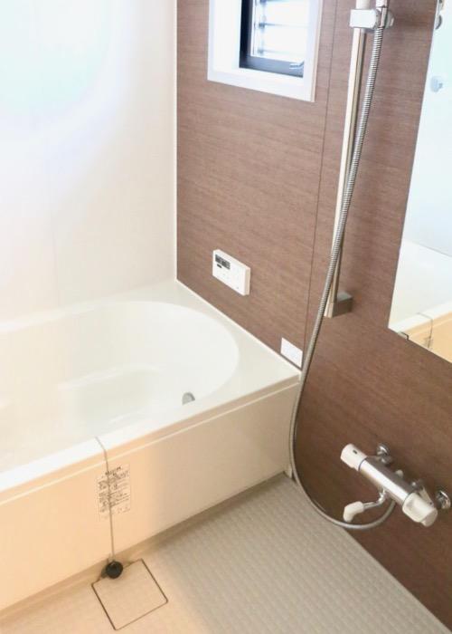 バスルーム。明るくて清潔。 ASKA HILLS 1
