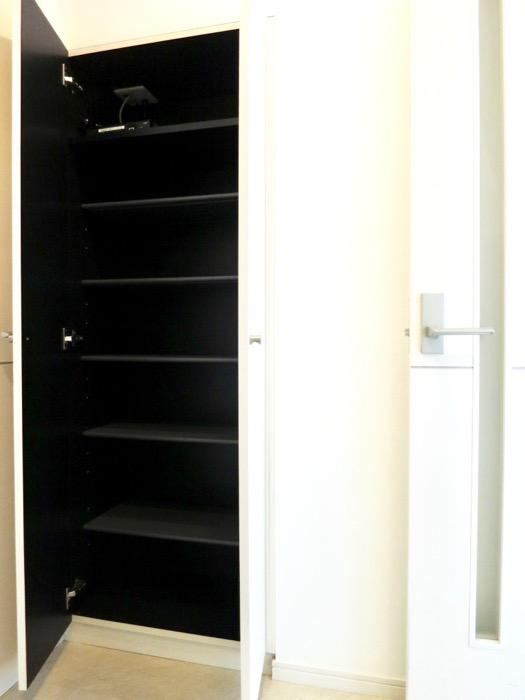 玄関。 おしゃれなキッチンのある暮らし。 Hermmitage SHINSAKAE エルミタージュ新栄 1005号室 6