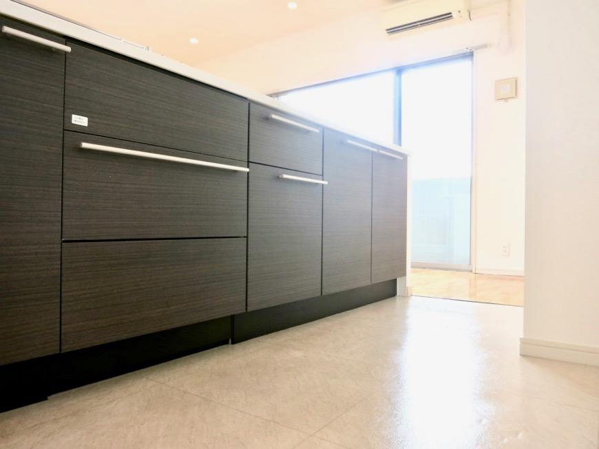 LDK11帖。キッチン台 おしゃれなキッチンのある暮らし。 Hermmitage SHINSAKAE エルミタージュ新栄 1005号室 9