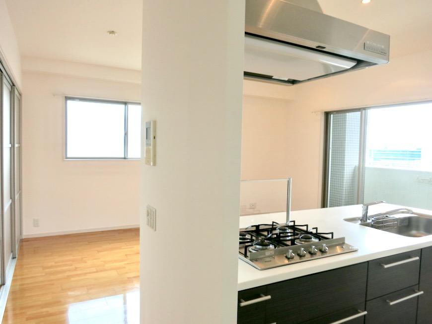 LDK11帖。キッチン台 おしゃれなキッチンのある暮らし。 Hermmitage SHINSAKAE エルミタージュ新栄 1005号室 11