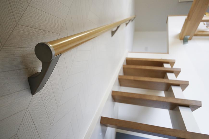 西尾市【モフズヴィラ(Mofz Villa Imagawa)】106号室_洋室からロフトへの階段。シッカリとした手すりも完備_MG_6244
