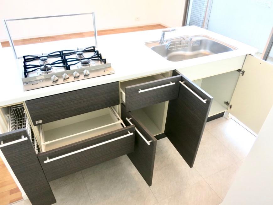 LDK11帖。キッチン台 おしゃれなキッチンのある暮らし。 Hermmitage SHINSAKAE エルミタージュ新栄 1005号室 4