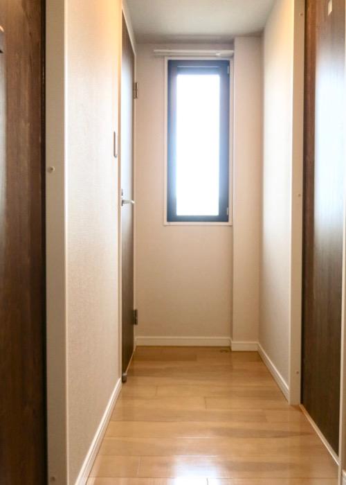 玄関・木目が綺麗です。 ASKA HILLS 10