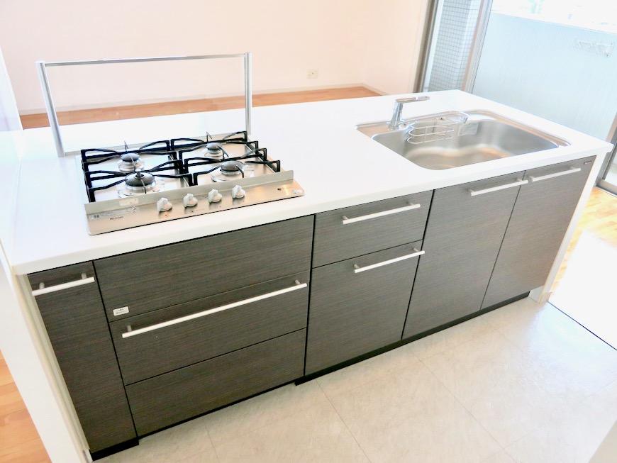 LDK11帖。キッチン台 おしゃれなキッチンのある暮らし。 Hermmitage SHINSAKAE エルミタージュ新栄 1005号室 5