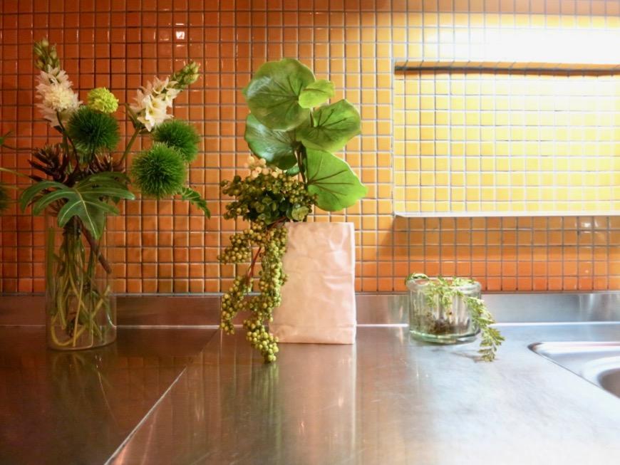 キッチン。鮮やかでお洒落なモザイクタイル貼りのキッチン。ARK HOUSE 南館 3A 何もかもが魅力的な創造空間。21