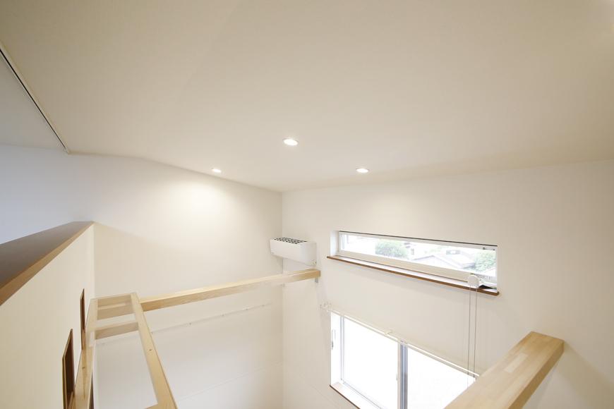 西尾市【モフズヴィラ(Mofz Villa Imagawa)】206号室_天井の形は角度が付けられた形になっています_MG_7072