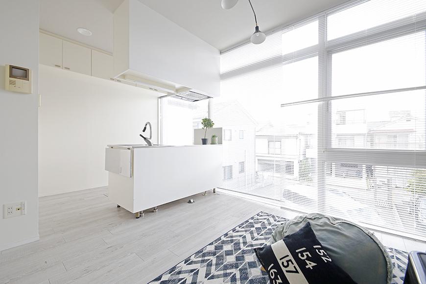 【M/F HOUSE】008号室_LDK_キッチン_大きな窓からの明るい陽射しで快適クッキング_MG_3275