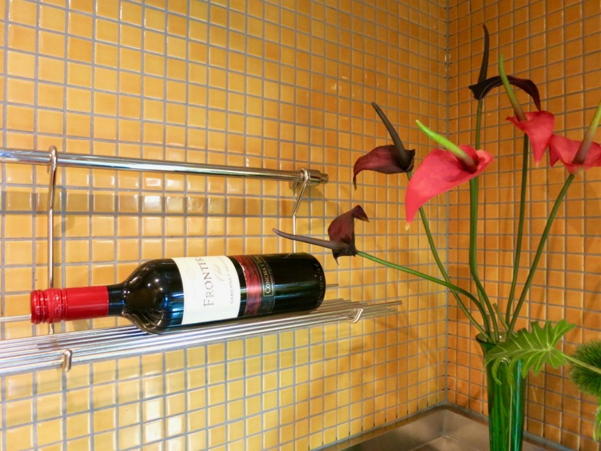 キッチン。鮮やかでお洒落なモザイクタイル貼りのキッチン。ARK HOUSE 南館 3A 何もかもが魅力的な創造空間。15