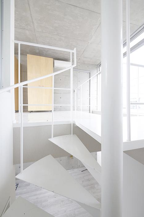 【M/F HOUSE】008号室_LDK_洋室へは螺旋階段で_MG_3487