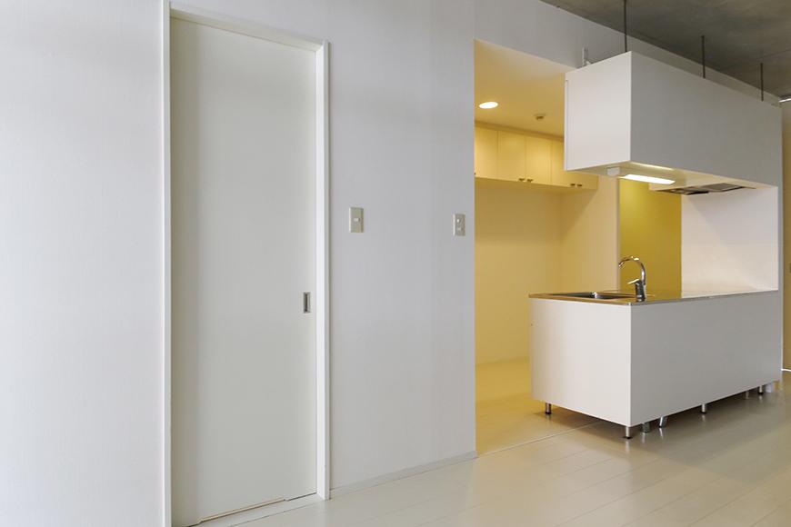 【M/F HOUSE】001号室_サニタリーへのドア_MG_3058