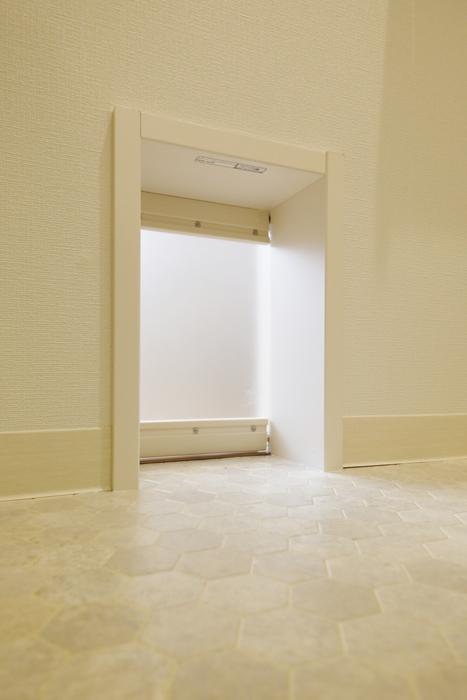 西尾市【モフズヴィラ(Mofz Villa Imagawa)】206号室_水周り_トイレから洋室への出入り口_MG_6991