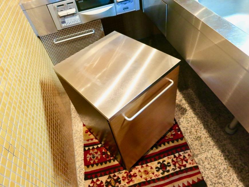 キッチン。鮮やかでお洒落なモザイクタイル貼りのキッチン。ARK HOUSE 南館 3A 何もかもが魅力的な創造空間。20