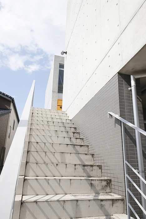【M/F HOUSE】外観・共有_2階への階段_MG_3203