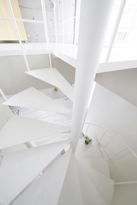 【M/F HOUSE】008号室_LDK_洋室へは螺旋階段で_MG_3483