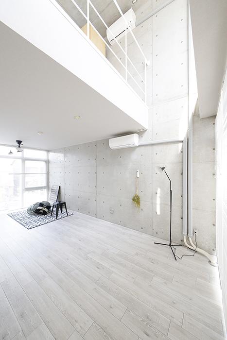 【M/F HOUSE】008号室_玄関からの眺め_LDK_メゾネットタイプなので開放感◎の天井高!MG_3248