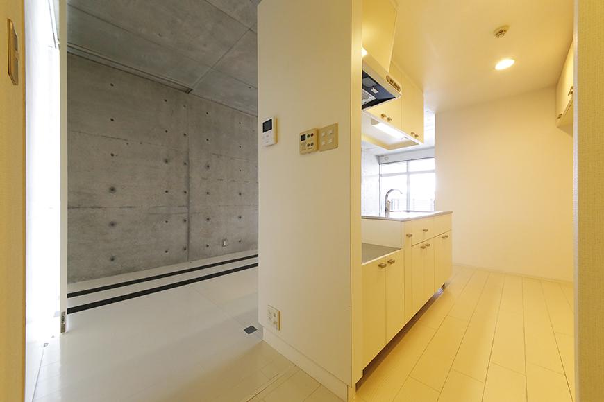 【M/F HOUSE】001号室_廊下からLDKへ_MG_2807