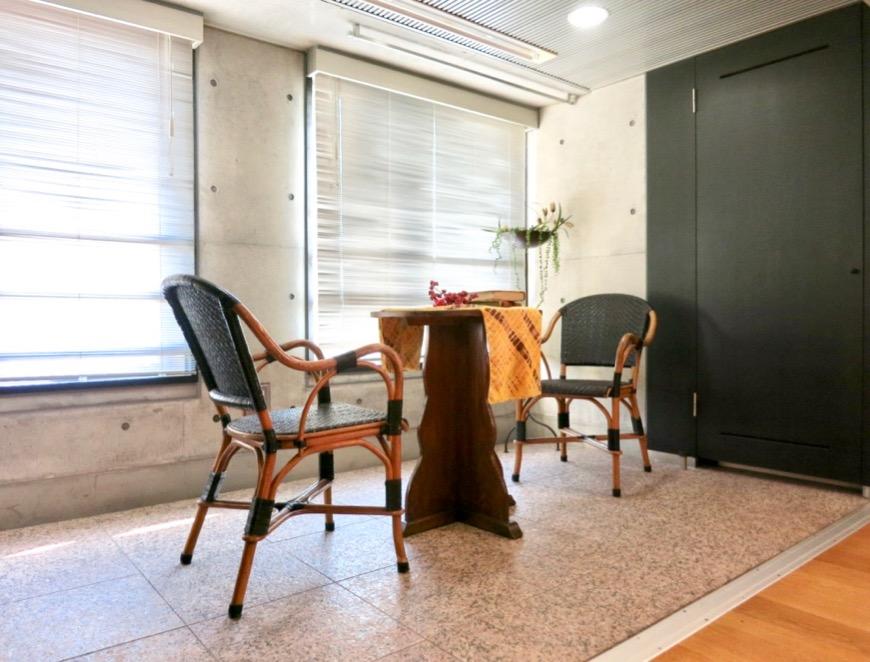 コンクリート打ちっ放しのクールなお部屋。6帖(サンルーム付き)。ARK HOUSE 南館 3A 何もかもが魅力的な創造空間。10