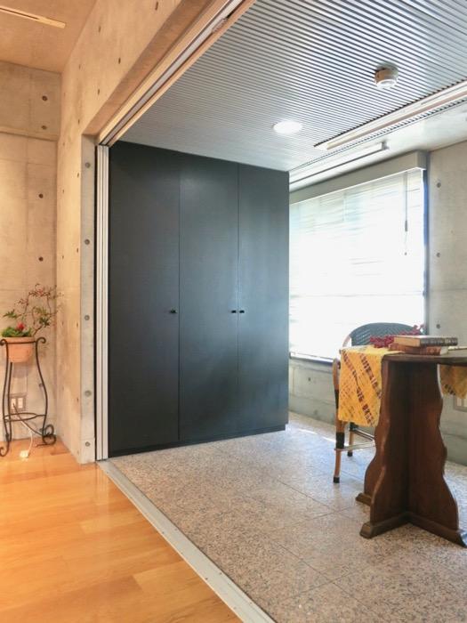 コンクリート打ちっ放しのクールなお部屋。6帖(サンルーム付き)。ARK HOUSE 南館 3A 何もかもが魅力的な創造空間。32