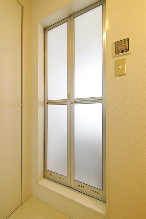 【M/F HOUSE】001号室_サニタリー_バスルームへのドア_MG_3151