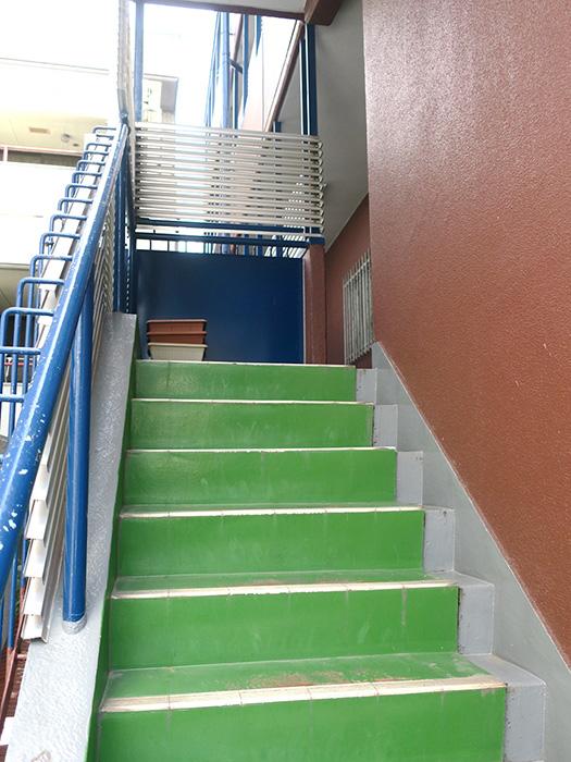3_2階への階段