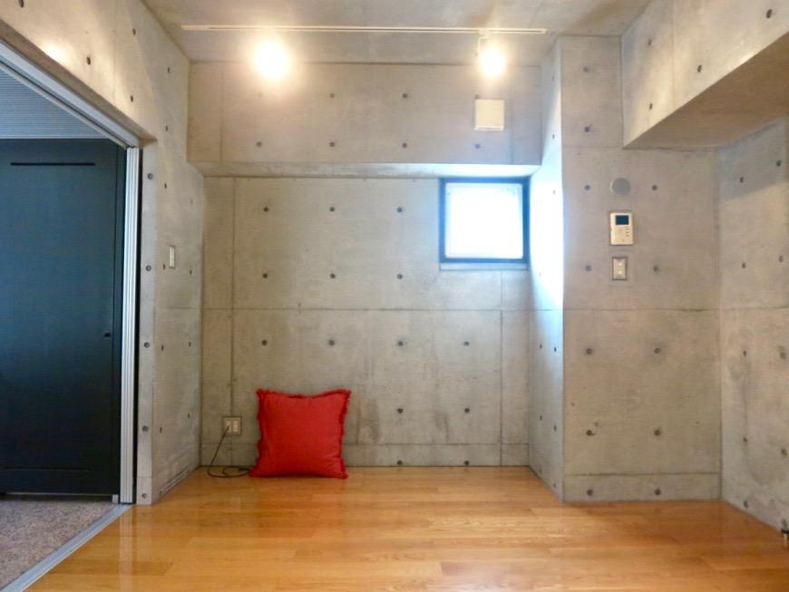 コンクリート打ちっ放しのクールなお部屋。6帖(サンルーム付き)。ARK HOUSE 南館 3A 何もかもが魅力的な創造空間。5