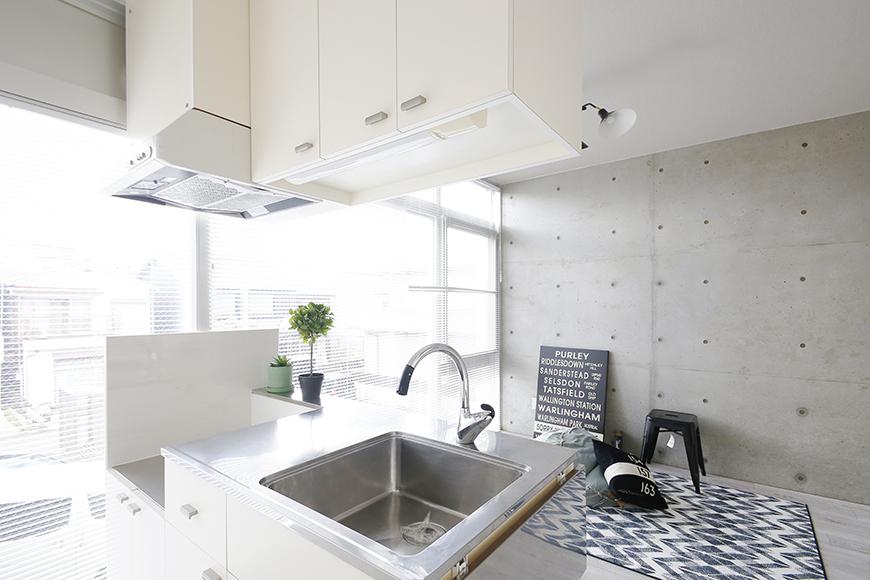 【M/F HOUSE】008号室_LDK_キッチンからリビングへの眺め_MG_3360